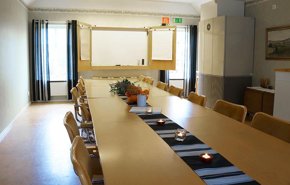 Stort konferensrum som tar upp mot 20 personer