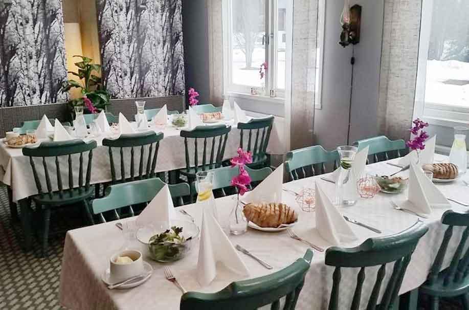 Dukat bord för frukostgäster